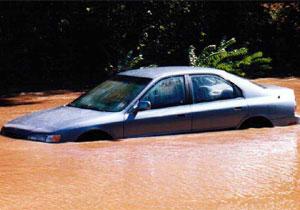 Tips para no comprar un auto que se haya inundado