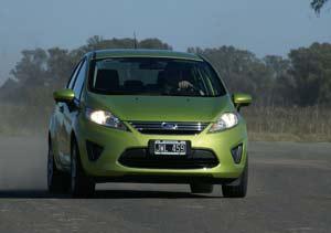 "Prueba: Ford Fiesta KD sedán, la ""cola"" le sienta bien"