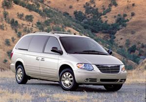 Chrysler llama a revisión más de 300 mil minivans Voyager y Town and Country