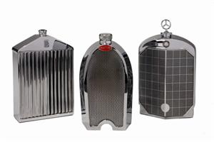 Decantadores vintage con diseño de parrillas de autos clásicos
