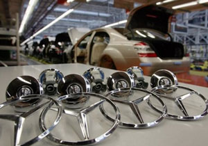 Tornados afectan producción de Mercedes-Benz y Toyota en EUA