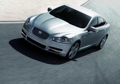 Jaguar sopló 85 velitas
