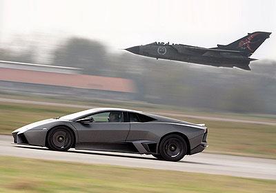 Lamborghini Reventón 2008: ¡Impresionante enfrentamiento a un cazabombardero!