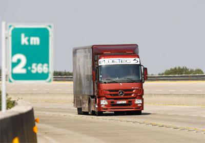 Mercedes Benz logra un record de desempeño en un camión de carga