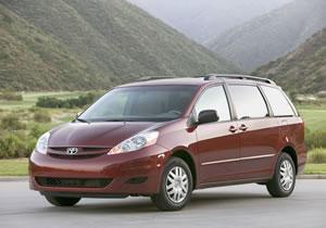 Toyota ajusta proyección de ventas para 2009, confirma híbrido para 2010