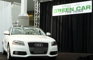 Audi A3 TDI Auto Verde del Año 2010 en el Salón de Los Ángeles