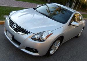 Nissan Altima presenta su nueva cara para el 2010
