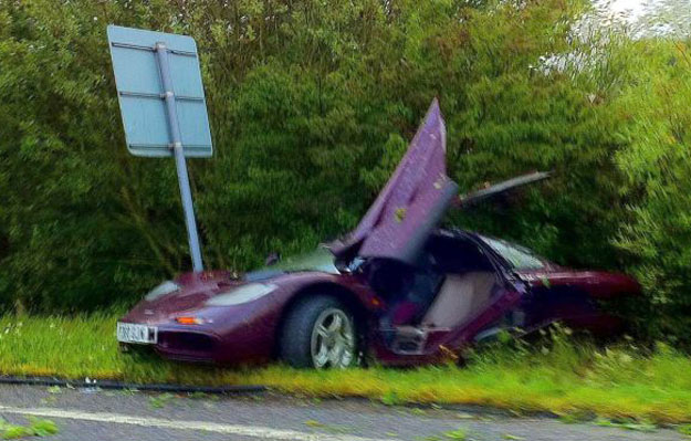 Mr. Bean destruye su Mclaren F1 en un accidente