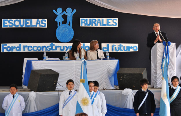 Ford reinaugura escuela en Tucuman