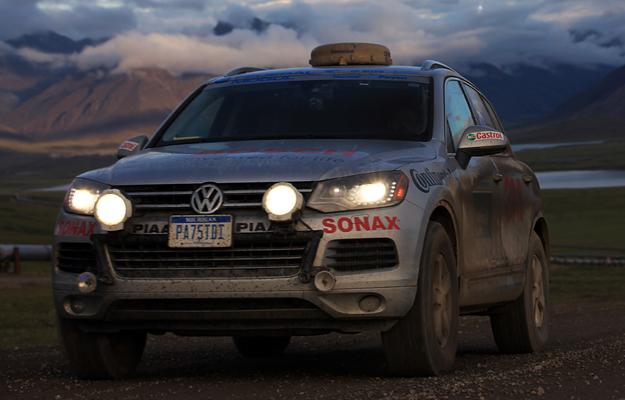 Una Volkswagen Touareg TDI recorre la ruta Panamericana