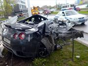 Futbolista ruso choca su Nissan GT-R a 170 Km/h contra un poste