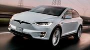 Autos de Tesla ya se pueden detener solos en la luz roja del semáforo