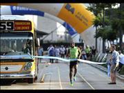Usain Bolt estuvo en Buenos Aires y corrió contra el Metrobus
