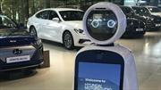 El robot anfitrión de LG le ayuda a vender autos a Hyundai