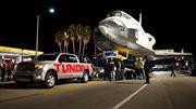 Toyota Tundra arrastra el transbordador Endeavour