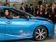 Toyota Mirai es entregado al Primer Ministro de Japón