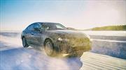 BMW i4, el placer de conducir en épocas de baterías y enchufes