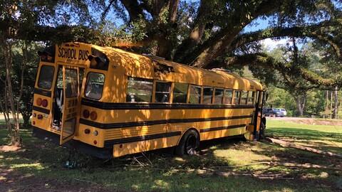 Un niño de 11 años roba un bus escolar para escaparse del colegio