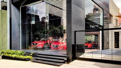 Mazda reabre concesionarios y talleres en Colombia