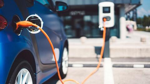 Las baterías de los coches eléctricos serán cada vez más baratas