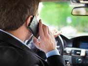 Conoce los riesgos que implica el uso del teléfono celular mientras conduces