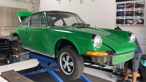 Mirá como lavan este Porsche 911 T de 1971 con hielo seco a presión