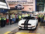 El primer Shelby GT350R Mustang sale de la línea de producción