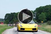 Video: un hombre salta un Lamborghini Gallardo en movimiento