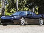 Subastarán el Tesla Roadster de George Clooney para caridad