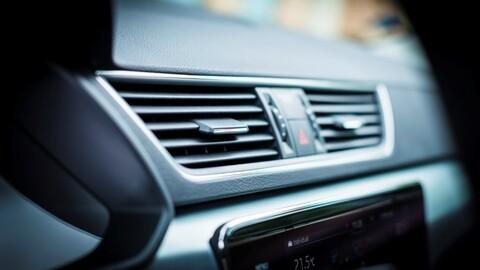 Para qué sirve y cuándo se debe usar la recirculación del aire acondicionado del automóvil
