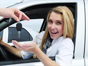 En EUA los hombres prefieren vehículos de lujo, las mujeres autos importados