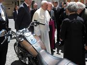 Subastaron una de las Harley Davison del Papa Francisco