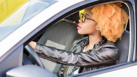 La gente joven prefiere alquilar un auto antes que comprarlo