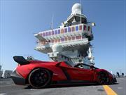 Lamborghini Veneno Roadster convertido en caza bombardero