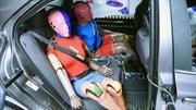 IIHS señala que falta seguridad en los puestos traseros de los autos