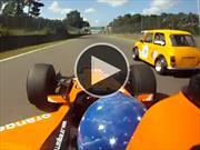 Video: Piloto al que no le gusta perder lleva su F1 a un track day