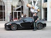 El vocalista de Maroon 5 desafina a bordo de un Nissan GT-R