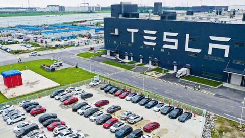 Tesla bate nuevamente su récord de producción, fabricando medio millón de autos en 2020