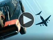 Lanzan autos de Rápidos y Furiosos 7 desde un avión