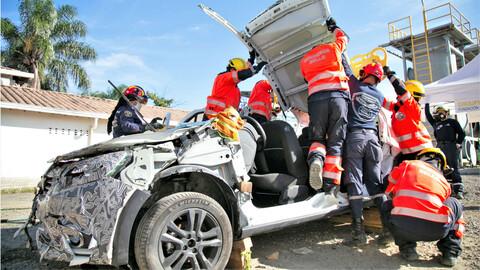 Renault contribuye al entrenamiento de bomberos en rescate vehicular