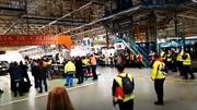 Trabajadores de Mercedes-Benz se van a paro al ser obligados a operar en cuarentena