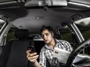4 de cada 5 adolescentes utilizan el teléfono celular mientras conducen