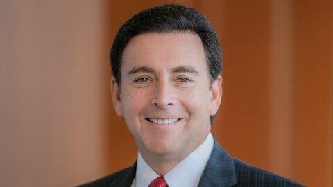 Hertz, la empresa de renta de autos, contrata a Mark Fields, ex presidente de Ford Motor Company