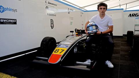 El piloto nacional Nicolás Pino aun busca financiamiento para seguir en la F4 Británica