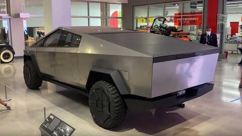 El Tesla Cybertruck es exhibido en un importante museo de Los Ángeles