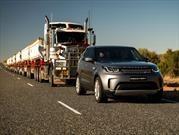 Land Rover Discovery remolca un camión con 120 toneladas