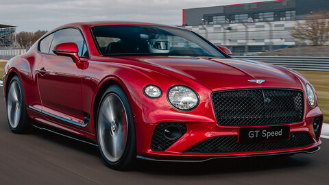 Un atleta con smoking, el nuevo Bentley Continental GT Speed se divierte en Silverstone