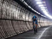 Video: Ciclista cruza el Eurotunnel