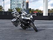 BMW sorprende con una moto que rueda sin conductor
