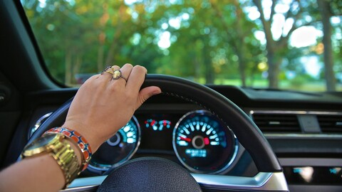 Conducir a baja velocidad también puede generar accidentes en carretera